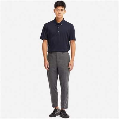 ユニクロのボタンダウンのエアリズムポロシャツ(半袖)を着ている男性