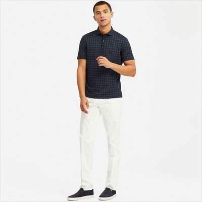 ユニクロのチェック柄のエアリズムポロシャツ(半袖)を着ている男性