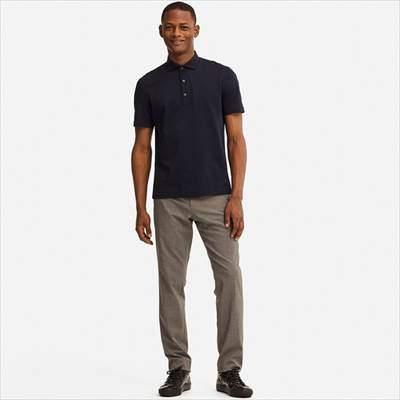 ユニクロのワイドカラーのエアリズムポロシャツ(半袖)を着ている男性