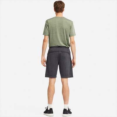 ユニクロのドライEXショートパンツを履いている男性