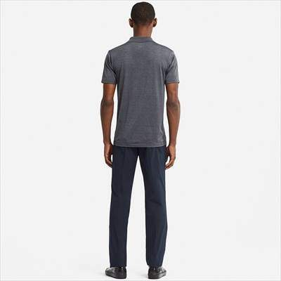 ユニクロのドライEXポロシャツを着ている男性