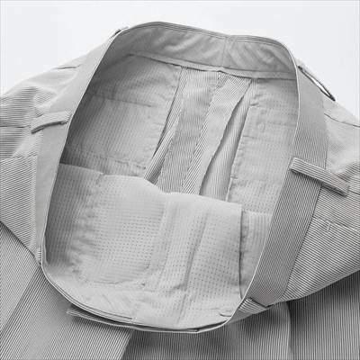 ユニクロのユニクロの感動パンツ(ウルトラライト・ストライプ)