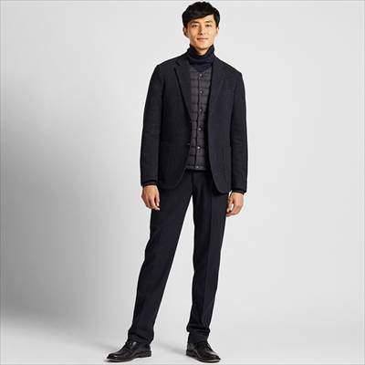 ユニクロのヒートテックストレッチスリムフィットパンツ(ストライプ)を履いている男性