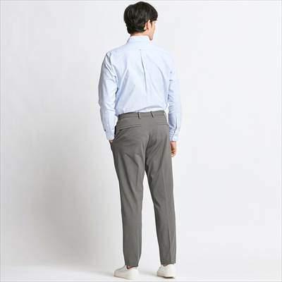 ユニクロのEZYアンクルパンツ(ウルトラストレッチドライEX・丈長め76cm)を履いている男性