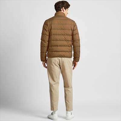 ユニクロのウルトラライトダウンワイドキルトジャケットを着ている男性