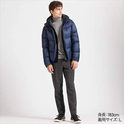 ユニクロのウルトラライトダウンボリュームジャケットを着ている男性