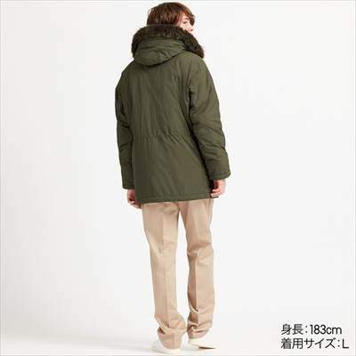 ユニクロのN-3Bジャケットを着ている男性