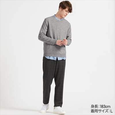 ユニクロのカシミヤクルーネックセーター(長袖)
