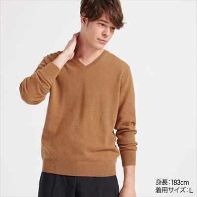 ユニクロのカシミヤVネックセーター(長袖)
