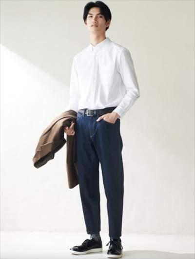 ユニクロのミラクルエアー3Dジーンズ(丈標準71~74cm)を履いている男性