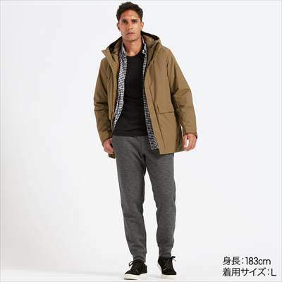 ユニクロのボアスウェットパンツ(丈標準70~76cm)を履いている男性