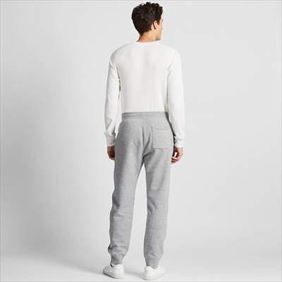 ユニクロのボアスウェットパンツ(丈長め73~79cm)を履いている男性