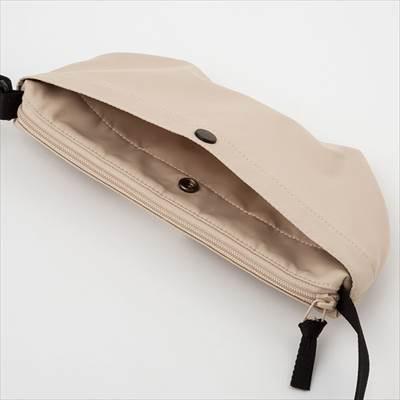 ユニクロのナイロンミニショルダーバッグ(男女兼用)