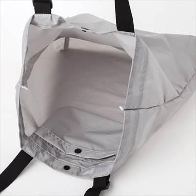 ユニクロのライトウェイトポケッタブルトートバッグ(男女兼用)