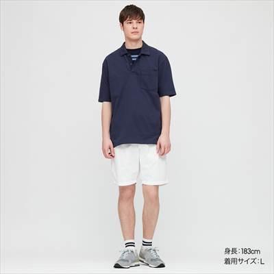 ユニクロのオーバーサイズジャージーポロシャツ(半袖)を着ている男性
