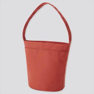 ユニクロのキャンバスバケットバッグ