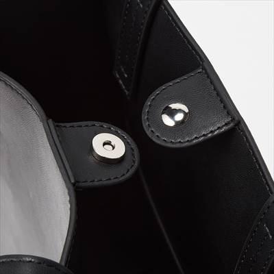 ユニクロのレザータッチ スクエアートートバッグ